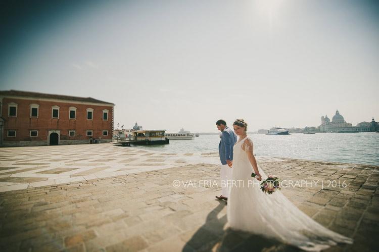 ritratti-sposi-venezia-gondola-006