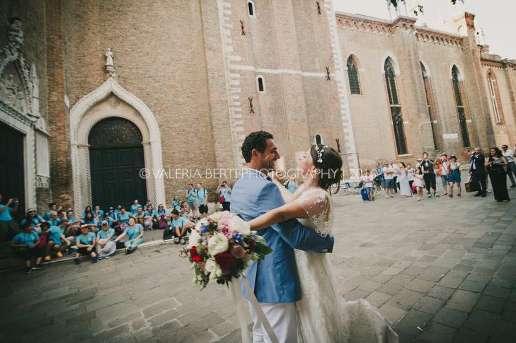 ritratti-sposi-venezia-gondola-011