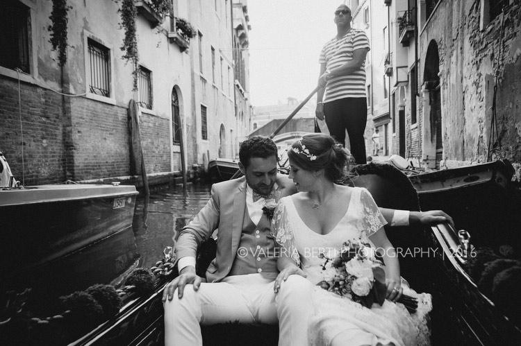 ritratti-sposi-venezia-gondola-014