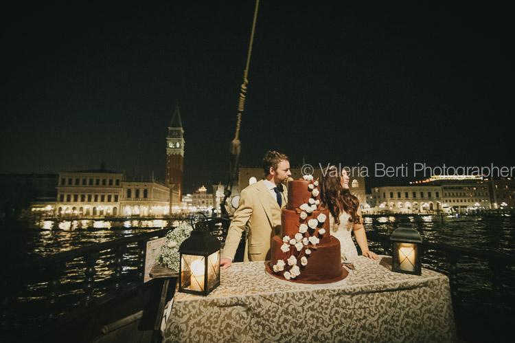 Fotografo matrimonio Venezia Ca Sagredo Hotel e ricevimento in galeone veneziano