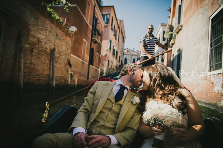 ritratti-sposi-gondola-venezia-ca-sagredo-003