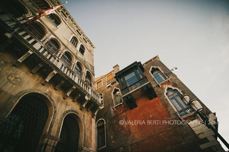 fotografo-matrimonio-venezia-uscita-sposi-001