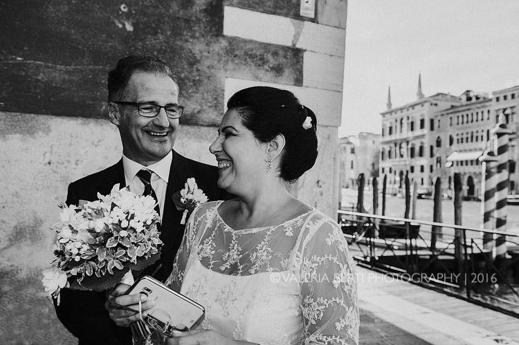 fotografo-matrimonio-venezia-uscita-sposi-008