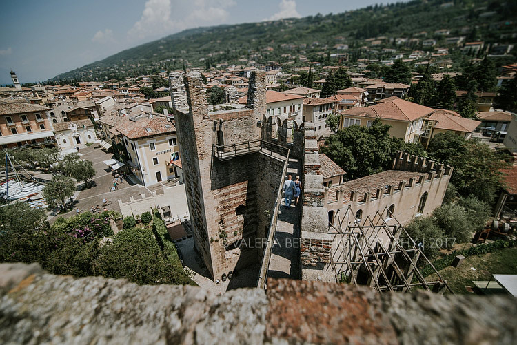 Fotografo Matrimonio Lago Di Garda – Cerimonia Al Castello Scaligero di Torri Del Benaco